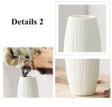旧式な陶磁器の結婚式の装飾的なつぼの現代白い陶磁器のつぼの人工花のテーブルトップの小さいつぼの結婚式の装飾のつぼ