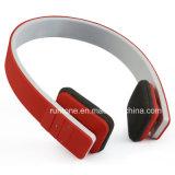 Auscultadores de Bluetooth do esporte ao ar livre no telefone da orelha