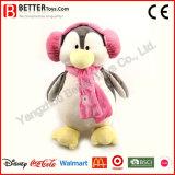 Juguetes rellenos de suave Pingüino Wear orejeras y bufanda