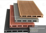 Decking composto barato e popular de WPC, feito no revestimento estratificado de China