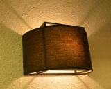Luz moderna blanca de la lámpara de los apliques de la pared del diseño tan clásico para el dormitorio