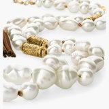 真珠は吊り下げ式の革ふさのハンドメイドのネックレスが付いているネックレスに玉を付ける