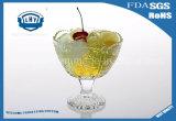 Tazza di vetro del gelato con l'alto gelato di vetro