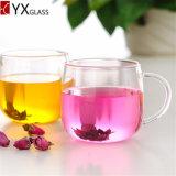 ハンドルまたは高いホウケイ酸塩の飲むガラスの茶マグまたはコーヒージュースのミルクのコップが付いている二重壁のガラスコップ