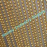 機能ハングの金によって着色される金属球の鎖のカーテン