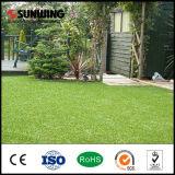 低価格の自然な緑PPEの人工的な草のマットの草の床のマット