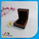 Validar la orden de encargo y la caja de presentación de madera del anillo de la característica hecha a mano