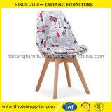 편리한 현대 디자인 목제 판매를 위한 프레임에 의하여 덮개를 씌우는 직물 여가 의자