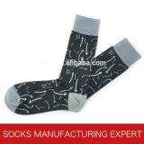 Bunte Form-beiläufiges Kleid-Socken der Männer (UBM 1002)