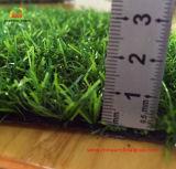 Erba artificiale piacevole ed erba sintetica dal fornitore direttamente