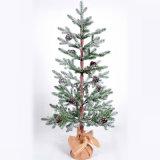 은 반짝임 목제 크리스마스 나무 및 눈송이에 의하여 형성되는 거는 훈장