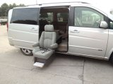 El nuevo asiento eléctrico del eslabón giratorio 2015 para el coche instala en puerta media