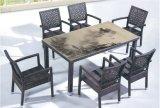 Partie supérieure du comptoir de Tableau dinant et meubles extérieurs de rotin pour apparier