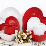 Insieme di ceramica di Tabelware del cuore romantico di amore