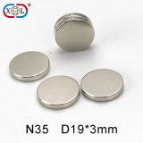 Runder seltene Massen-Magnet mit Plastiktrennzeichen zwischen Magneten