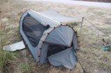 Foldableベッドのテントを採取する2017年のグループのピクニック