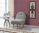Presidenza del sofà del tessuto come il punto di promozione o mobilia della decorazione