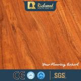 8.3mm E0 HDF AC4のビニールの寄木細工の床の板の木の薄板にされた積層の木製のフロアーリング