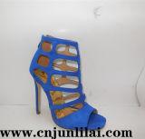 Madame Shoes de mode dans le modèle de laser