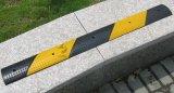 Preiswertes Preis-Schwarzes &Yellow Gummiverkehrssicherheit-Geschwindigkeits-Buckel