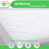 ベッドのマットレスパッドカバーまぐさ桶のサイズの静かにキルトにされる白い保護装置の枕上の上層