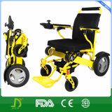 Les personnes âgées emploient facile portent le poids léger pliant le fauteuil roulant d'énergie électrique