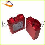 Rectángulo de regalo de papel con las manetas claras de la ventana y de la cinta del PVC