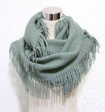 Les femmes façonnent l'écharpe tricotée acrylique de frange d'infini de l'hiver (YKY4394)