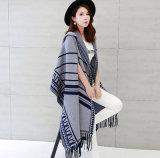 여자는 모양 짓는다 비스코스 나일론에 의하여 뜨개질을 한 겨울에 의하여 테를 두룬 숄 (YKY4523)를