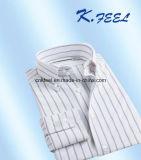 Camicia della banda del cotone con due tasti alla base del collare