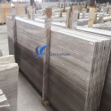 磨かれた薄い灰色の木製の石造りのタイル