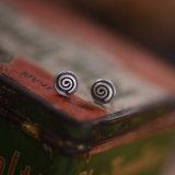 925의 순은 6.5mm 둥근 작은 장식 못 귀걸이 Retro 은 색깔
