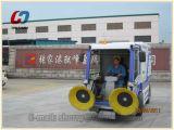 Máquina del barrendero de la limpieza del camino del cauce del aeropuerto