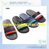 Самый последний продукт тапочек прогулки пляжа сандалий людей вскользь