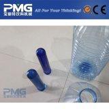 pré-forma bebendo da garrafa de água 5L com tampão azul e punho