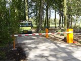 Sistema do controle de acesso da estrada para a barreira do estacionamento do carro da cabine de pedágio