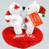 Orso della peluche del biglietto di S. Valentino con il cuore di amore