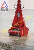 Веревочки Undewater драгируя грейферный ковш Clamshell на корабле