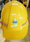 T печатает PE шлем на машинке материальной безопасности работая для здания