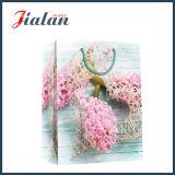 El diseño de encargo de la insignia del modelo de flor hizo la bolsa de papel al por mayor barata