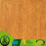 Papel decorativo com grão original da madeira do projeto