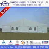 大きい屋外のイベントの屋上の結婚披露宴のテント