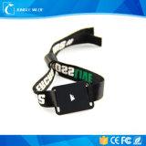 Высокий обеспеченный Wristband ткани с пластичной крепежной деталью, браслетом RFID NFC