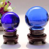 Boule de cristal faite maison de décoration avec l'éclairage LED