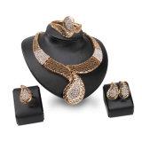 ダイヤモンドネックレスのリングのイヤリングのブレスレット4 PCSの一定の方法型の金アフリカの宝石類