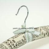 Logo délicat imprimé cintres en satin avec crochet (YL-yf01)