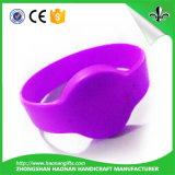Wristband decorativo del silicone di stile di abitudine di modo differente di festival
