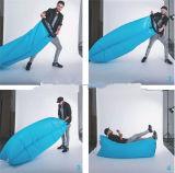ヨーロッパの熱い販売のナイロンファブリックおよび空気満ちる折るキャンプの寝袋