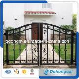 Disegno ornamentale del cancello del ferro saldato della proprietà