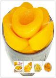 Pesche gialle inscatolate per la torta naturale